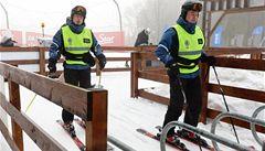 Policie plánuje bič na lyžaře: rychlostní radar, pokuta, soud