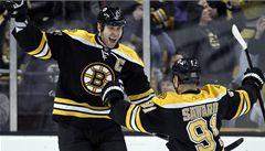 VIDEO: Tvrďák Chára šokoval NHL, hattrickem zesměšnil Carolinu