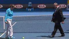 VIDEO: Tenisák neskáče. Hernych zažil kuriózní přerušení duelu