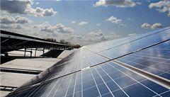 USA uvalily na solární zařízení z Číny a Tchaj-wanu cla až 165 procent