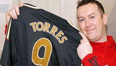 Přejmenoval se na Torrese. Nyní si fanda Liverpoolu rve vlasy