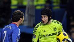 Liverpool se pomstil Torresovi, Čech zavinil gól a nadával obráncům