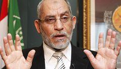 Egyptský soud odsoudil vůdce Muslimského bratrstva. Dostal doživotí