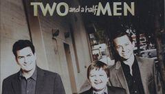 Seriál Dva a půl chlapa končí. Charlie Sheen urazil producenta