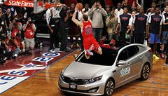 VIDEO: Skvělý Griffin 'přelétl' auto. A ovládl soutěž ve smečování