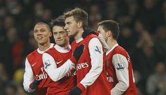 Arsenal i s Rosickým slaví postup do Ligy mistrů