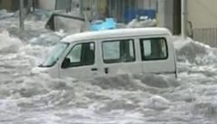 Tsunami v Japonsku smetla vše. Domy i auta