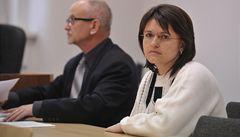 Soud osvobodil učitelku obviněnou ze smrti dívky, na kterou spadla branka