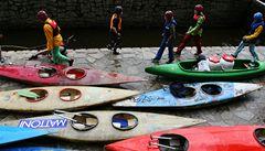 Vyhynou vodáci na Vltavě? Byznys ztrácí dech, ničí ho zlatokopové