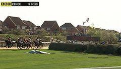 Pobouření. Komentátor BBC označil mrtvé koně za překážky