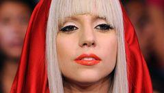 Řídí mě mrtvý návrhář, tvrdí Lady Gaga