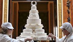 Ozdobou královského menu je osmipatrový dort