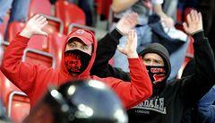 Policie hledá fanoušky, kteří napadli vedení Slavie