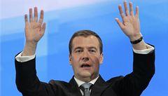 Medveděv řídil mercedes, málem vjel do davu lidí