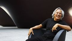 Kapoor získal exkluzivní práva na nejtemnější černou na světě. Další umělci se bouří