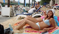 Paříž má u Seiny písčitou pláž, Praha ji zrušila a nezavede