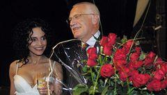 S guvernérem ČNB odmítá Klaus euro i slaví narozeniny