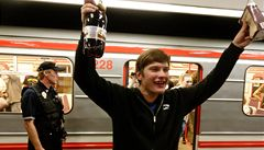 Hamburk zakázal pít alkohol v MHD