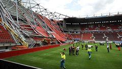 V Nizozemsku se na lidi zřítila střecha stadionu