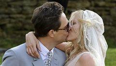 Kate Mossová se vdala, slavit bude tři dny