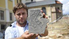 Na Velehradě se našla dlaždice s obrazem draka