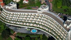 Demolice 'Kellnerova' hotelu Praha: ven musel azbest, teď se stříhá beton