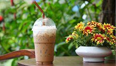 Jak na ledovou kávu? Používejte zrna