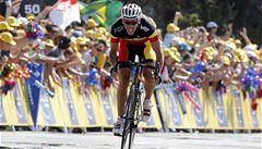 Contador ztratil přes minutu, úvodní etapu Tour ovládl Gilbert