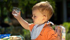 S dětmi do ciziny: dávejte jim pouze balenou vodu