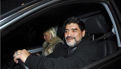 Maradona se vrací do Itálie navzdory sporu o miliony na daních