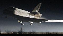 Poslední raketoplán bezpečně přistál, skončila slavná éra