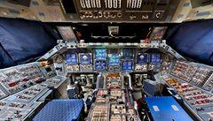 Unikátní pohled do kabiny raketoplánu