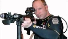 Vrah Breivik byl nepříčetný, za mříže nepatří, tvrdí psychiatři