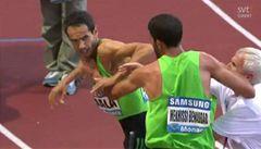 VIDEO: Atleti se do sebe pustili pěstmi. Teď nesmějí závodit