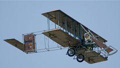 Dva piloti zemřeli v kopii letadla bratří Wrightů