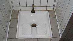 Muslimští skauti protestovali proti evropským toaletám