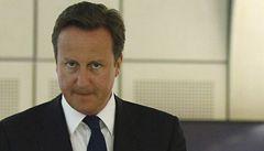 Cameron: Vandaly už nebudou chránit šátky a kapuce