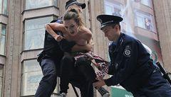 OBRAZEM: Nahé Ukrajinky opět v akci, 'dobyly' policejní anton