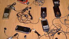 Staré mobily se stávají zdrojem zlata a stříbra