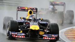 Mokrou loterii ve Spa ovládnul opět šampion Vettel