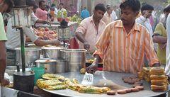 Indové se vzdávají vegetariánství. Chutná jim maso