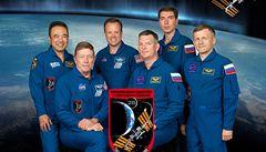 Kvůli havárii zůstanou kosmonauti na ISS déle