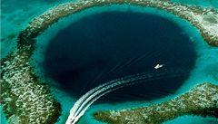 Barierový útes a magická Blue Hole u pobřeží Belize