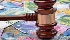 Švýcaři zaskočili trhy. Euro strmě padá, frank letí vzhůru