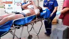 Přežili pád letadla. Nyní lékaři bojují o jejich život