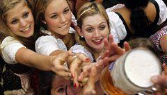 Pivařů loni mírně ubylo, ale ti zbylí pijí víc a častěji