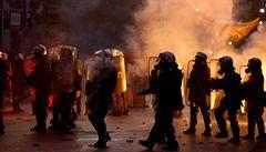 Řekové šetřit nechtějí, tisíce protestovaly proti škrtům