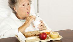 Jídlo z nemocnic: 40% pacientů trpí podvýživou