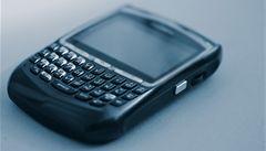 Ve světě se vyrábí víc chytrých telefonů než 'hloupých'