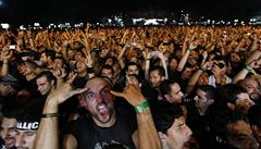 Metallica nepřijela, fanoušci zdemolovali pódium